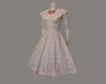 1950s dress / Vintage Dress / Embroidered Flowers 50's Full Skirt