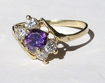 Vintage 14K Gold Ring with Amethyst and Clear Stones (J59)