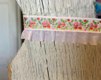 White Ruffled Edge Flower Braid-5/8 inches wide-3 yards