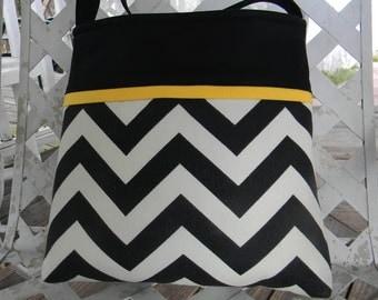 Hipster Bag Cross Body Bag   with Adjustable Strap   Black    Chevron