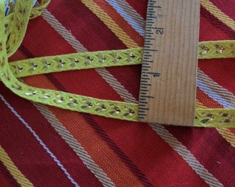 Vintage Yellow and Metallic narrow trim - just over 8 yards long x 5/16th width