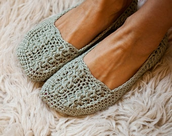 Crochet PATTERN  - Ladies Cable Slippers