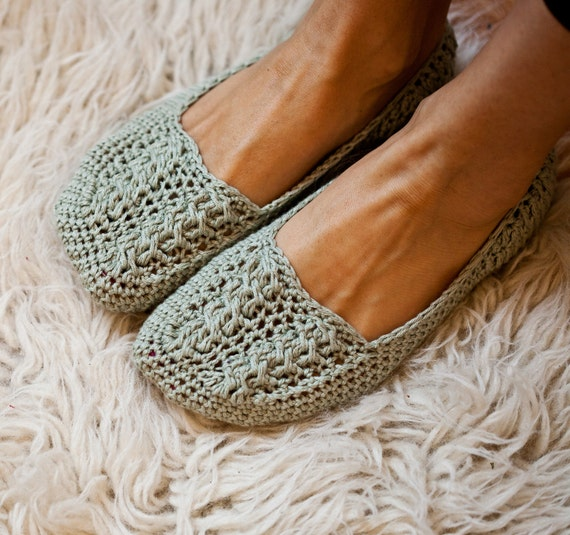Instant download  - Crochet PATTERN (pdf file) - Ladies Cable Slippers