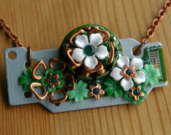 Copper Clover Bouquet Winding Necklace