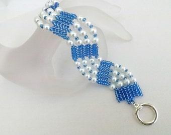 Herringbone Bracelet / Beaded Bracelet / Seed Bead Bracelet in Blue and White / Pearl Bracelet / Beadwokr Bracelet / Ndebele Bracelet