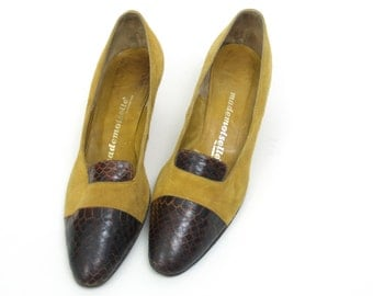 Vintage Mod Shoes // Mustard Suede and Brown Snakeskin 60s pumps 7.5 aa // 7 1/2 narrow low heels // mad men yellow leather snake skin