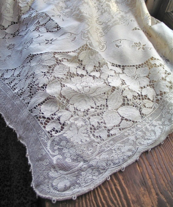 Vintage Quaker Lace Cotton Tablecloth