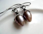 dangle earrings in freshwater pearls. pearl jewelry. wire wrapped niobium earings. June birthstone jewelry.