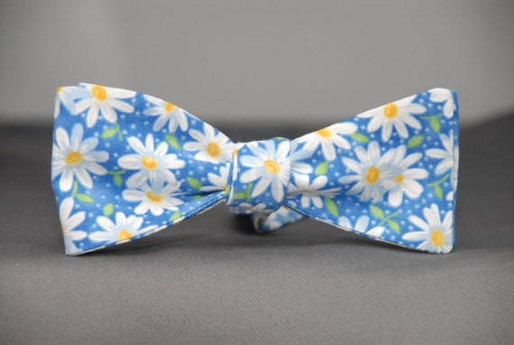 Daisfully Delicious  Bow Tie