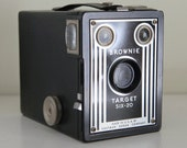 Brownie Target six-20, vintage 1940s camera