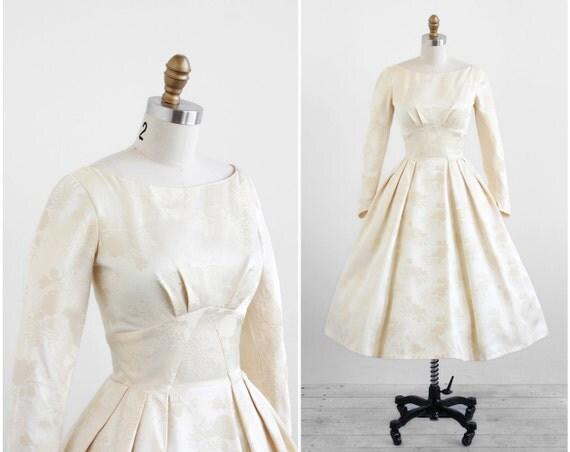 Classic Wedding Dress Satin: Vintage 1950s Wedding Dress / 50s Wedding Dress / Creamy Satin