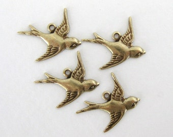 Bird Charm Sparrow Antiqued Brass Ox Swallow Flying Right 17mm chm0189 (4)