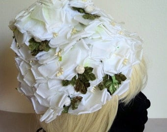 Vintage 1960's White Floral Beehive Bucket Hat // Flower Pedal Hat // Wedding Hat // Garden Party Hat //MODERN MISS Label