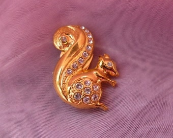 Button-cover squirrel GP  with sparkling crystals by Prandel