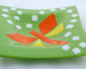 Playful dragonfly dish