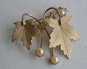 Vtg Oak Leaf and Pearl Brooch Sarah Cov Pin Item no 3733