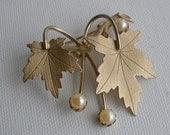 Vtg Oak Leaf and Pearl Brooch Sarah Cov Pin Item no 3733
