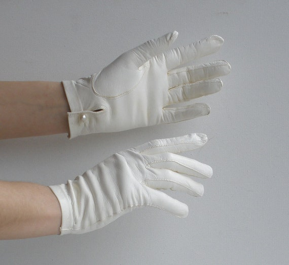 Vintage 50s White Leather Wrist Length Gloves made in Italy Sz Small