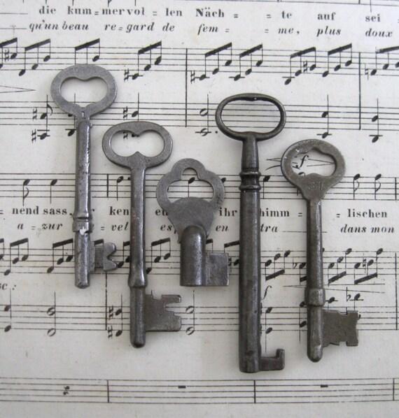 5 skeleton keys, group 17, antique replica primitive keys, heart key, skeleton keys, vintage inspired skeleton keys, steel skeleton keys.