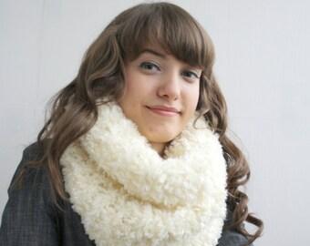 Handmade Cream Fur Wool Chunky Loop Cowl Collar Scarf gift Bridal Scarf