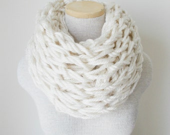 Chunky Knit Cowl - Infinity Scarf in HOUSTON CREAM
