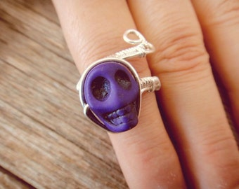 Deep Purple Howlite Skull Ajustable ring wrapped in Silver (R46)