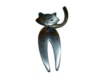 You and Your Pussycat Tail.  Large Mod Cat Brooch. JJ 1970s. Articulated.