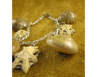 Beachy Natural Shells Charm Bracelet - Vintage Shell Jewelry