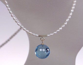 Blue Topaz, pearls and 14 kt yellow gold necklace