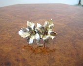 1930s brooch pin in Goldtone metal Maple leaves and topaz glass teardrop stones Czech