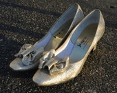 Gold Sparkly Cocktail Shoes / Heels with Bows on the Toes 8 1/2 c. 1960's