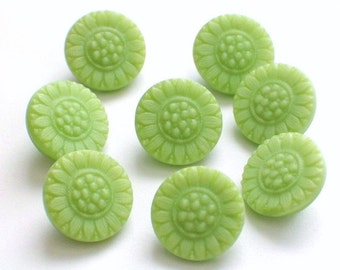 Vintage Green Beautiful Glass Flower Buttons 12mm Set 8 with shank Sunflowers