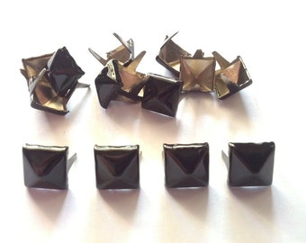 50 pcs Black pyramid stud findings size 8 mm