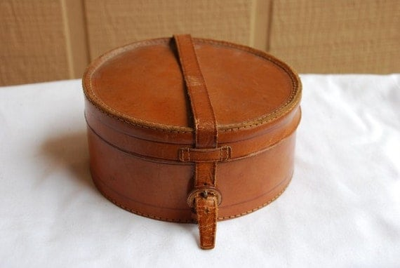 antique brown leather round collar box with white 16 12 mens