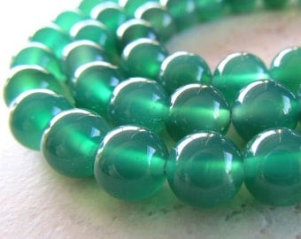 Agate Beads 8mm Emerald Green Smooth Rounds - 12 Pieces