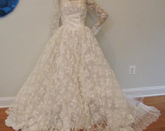 Vintage 1950s Ivory Lace Wedding Dress Bridal Gown