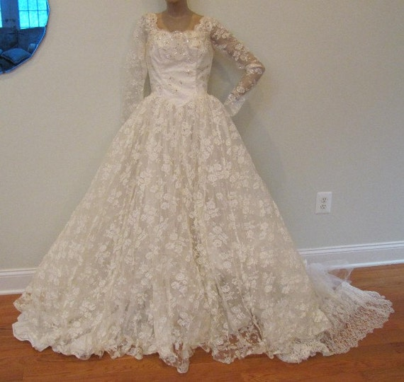 1950s Wedding Gown: Vintage 1950s Ivory Lace Wedding Dress Bridal Gown