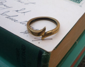 brass ring / vintage ring / vintage brass ring / SWIRLY BRASS RING
