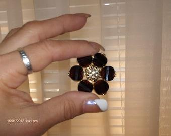 Vintage Goldtone Garnet / Oxblood Red Cut Glass Daisy Brooch/Pin - Very Nice