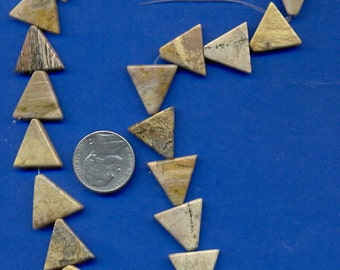 Strand of 16mm Triangle Beads: Silverleaf
