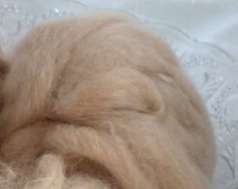 Hand Combed Alpaca Top Roving Natural beige 2 oz.