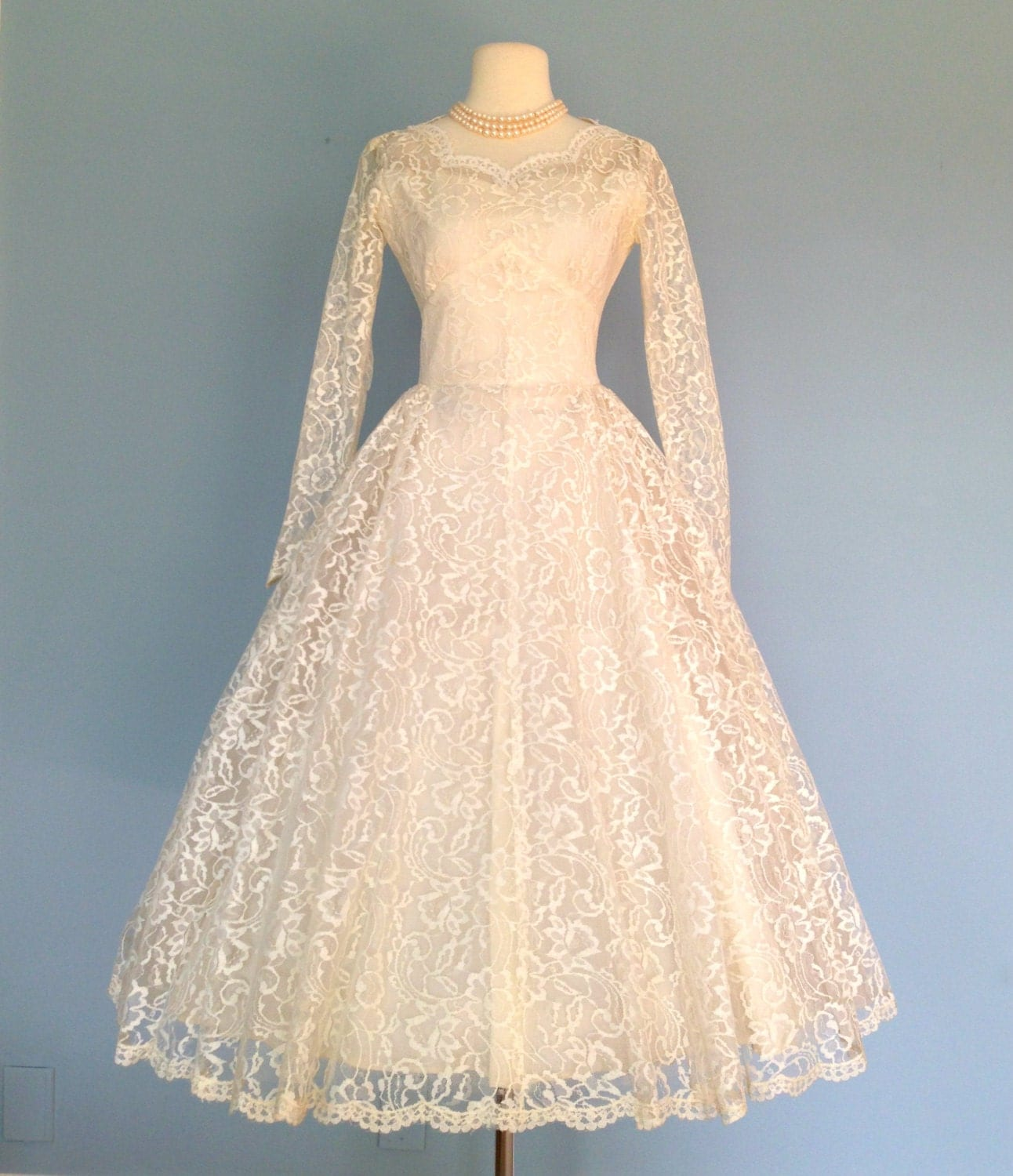 Vintage Lace Wedding Dress..Beautiful 1950s Tea Length Ivory