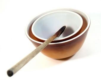 Pyrex Nesting Bowls - Set of 2