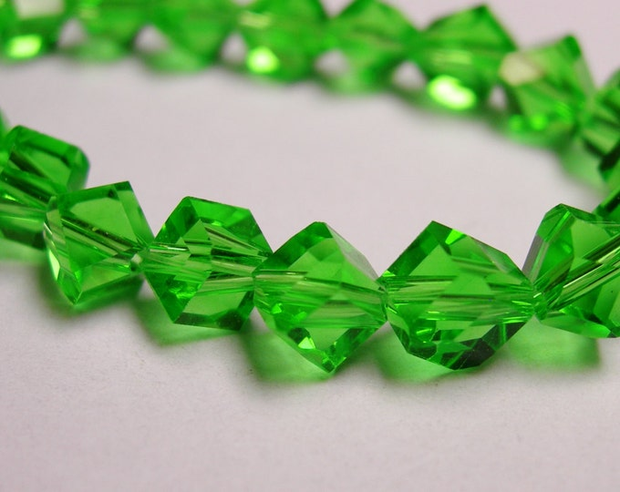 Crystal faceted cube  -  70 pcs - full  strand - 6 mm - A quality - green  - corner drill