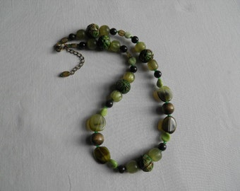 Short, chunky green necklace.