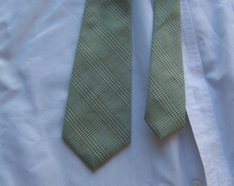 70s Arrow Necktie in Grass Green Glen Plaid - Sings Spring
