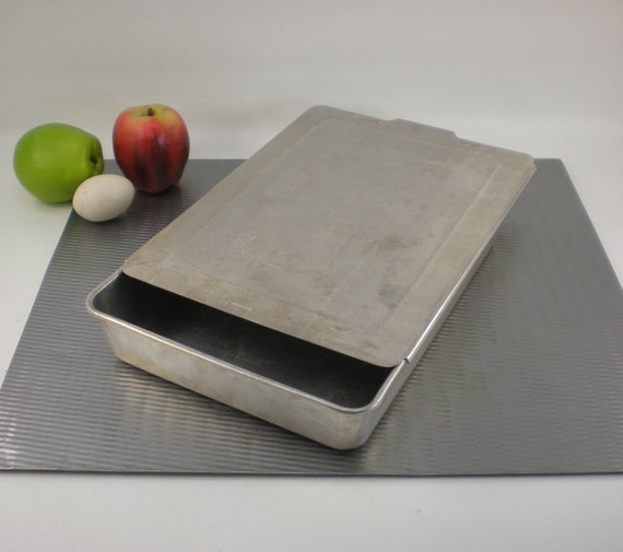 Vintage Aluminum Cake Pan With Lid