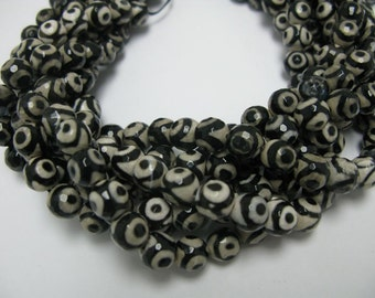 38 pcs 10mm round faceted Tibetan agate beads