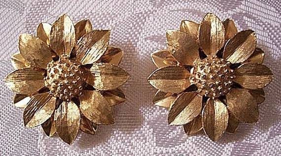 Flower Layered Padded Clip On Earrings Gold Tone Vintage Sarah Coventry Brushed Satin Petals Creased Center Sunflower Nail Head Center