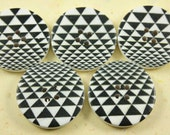 Abstract Illusion Wooden Buttons - Black and White Triangle Illusion Pattern Wood Buttons 1.18 inch. 6 in a set